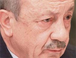 Eski Adalet Bakanı Hikmet Sami Türk, tutuklu milletvekili krizinin çözümünün Adalet Bakanlığının elinde olduğunu söyledi.