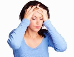 Önemsenmediği takdirde beyin zarı altı iltihabı ve menenjite kadar ciddi sağlık sorunlarına yol açabilen baş ağrısı ile ilgili bilmedikleriniz
