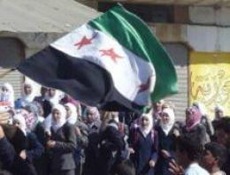 Yönetim karşıtı olayların 9 aydan beri devam ettiği Suriyede, bugün Cuma namazı sonrasında yapılan gösterilerde 6 kişi öldü