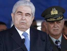 Kıbrıs Rum kesimi Doğu Akdenizde sondaj yapılan bölgede yaklaşık 200 milyar metreküp doğalgaz bulunduğunu açıkladı.