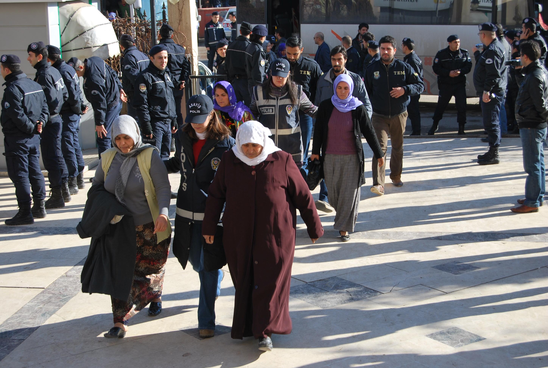 Gözaltına alınan 40 kişi Adliyeye çıkartıldı