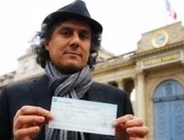 Fransada soykırımı inkarı suç sayan yasaya karşı Cezayir kökenli bir Fransız harekete geçti