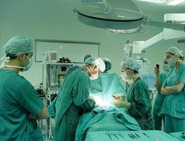Muayenehaneni kapatmazsan, üniversite hastanesinde ameliyat yapamazsın diyen Sağlık Bakanlığı, Tam Gün Yasasını esnetti