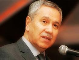 Başbakan Yardımcısı Bülent Arınç, katıldığı bir programda eski Genelkurmay Başkanı İlker Başbuğa deyim yerindeyse verdi veriştirdi.