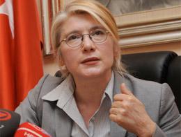 CHP Grup Başkanvekili Emine Ülker Tarhan,Cumhurbaşkanı Abdullah Güle Cumhurbaşkanı Seçim Kanunu ile ilgili yanlışı düzeltmesi çağrısında bulundu
