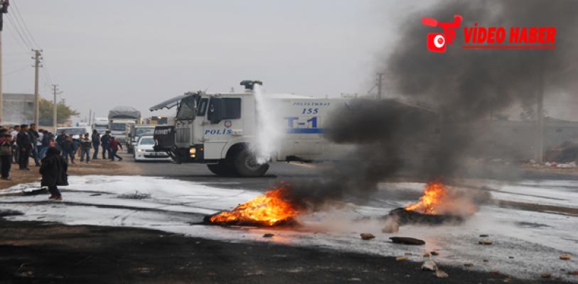 Elektrik kesintileri Urfa'da yol kapattırdı