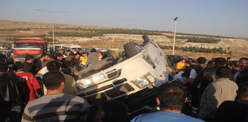 Şanlıurfa'da öğrenci servisi takla attı, 20 Yaralı