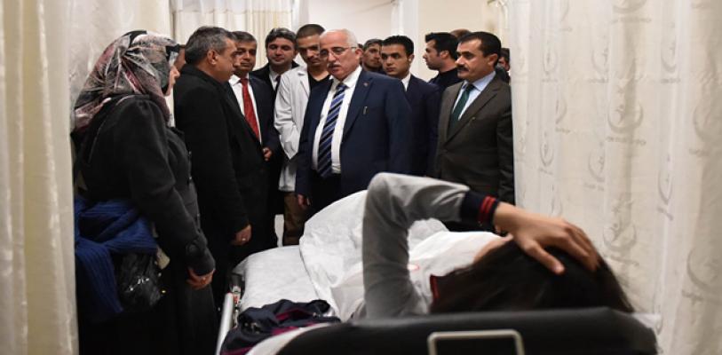 Vali Tuna Yaralı Öğrencileri Ziyaret Etti