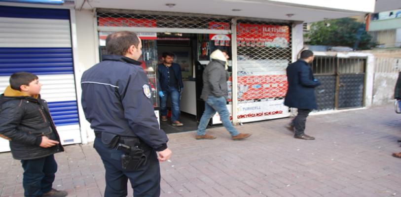 Urfa'da cep telefon bayisine hırsız girdi