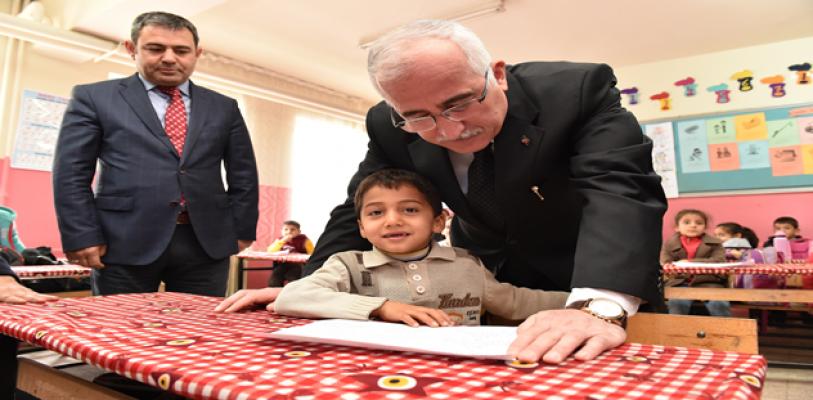 Vali Tuna, Suriyeli Kanaat Önderleriyle Buluştu