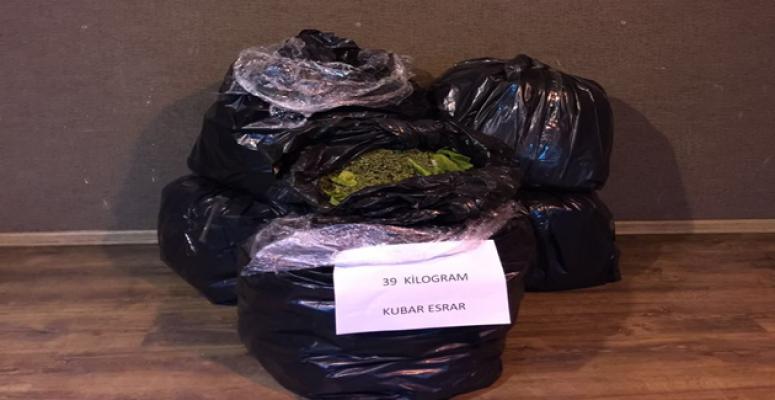 Polisten Kaçan Otomobilde Uyuşturucu Yakalandı