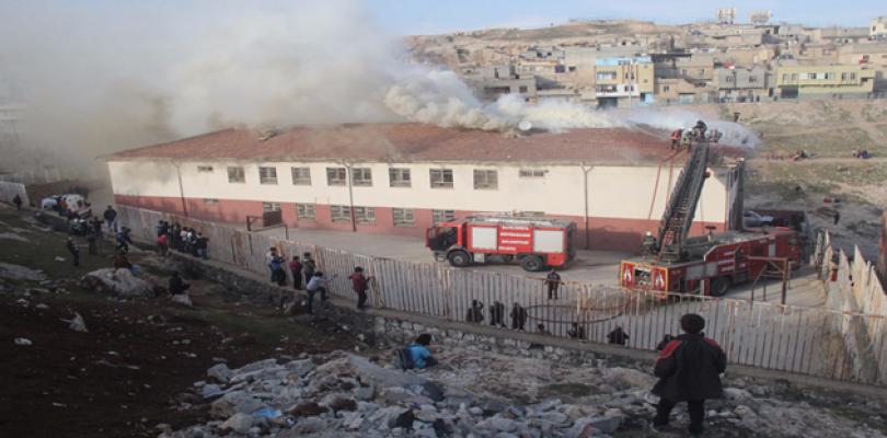 Urfa'da ilk öğretim okulunda meydana gelen yangın korkuttu