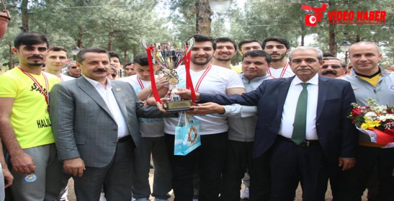 Bakan Çelik, Şampiyon takımı kabul etti