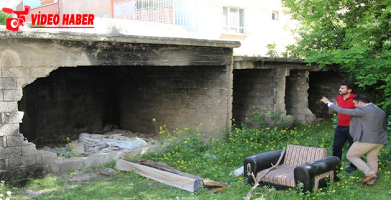 Haliliye Belediyesi Riskli Yapıyı Yıktı