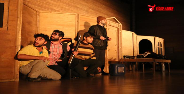 """Haliliye Tiyatro Grubunun """"Duvarların Ötesi"""" Gösterimi Beğeni Topladı"""