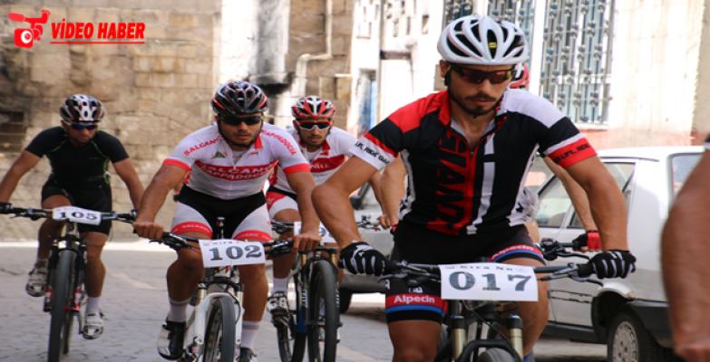 Ödüllü Yol Bisikleti Yarışı Start Alıyor