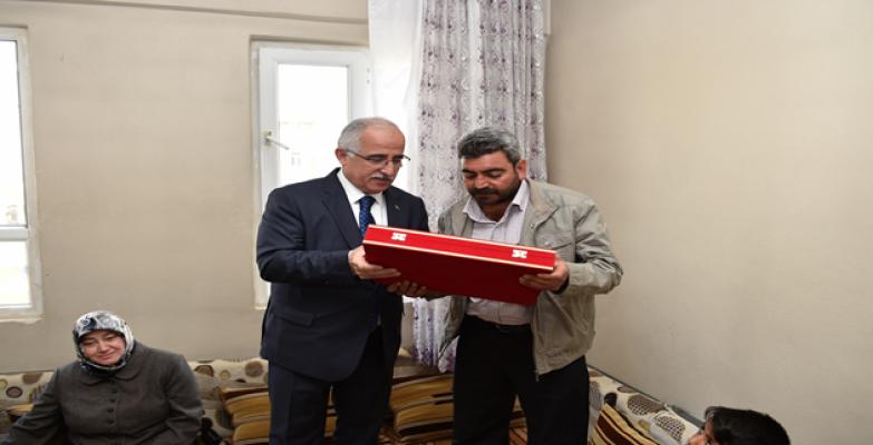 Vali Tuna'dan Şehit Koroç'un Ailesine Ziyaret