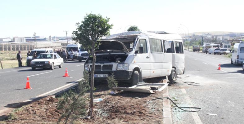 Şanlıurfa'da öğrenci servisi devrildi: 8 yaralı