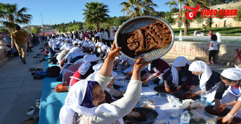 Şanlıurfalı kadınlardan çiğ köfteli rekor!