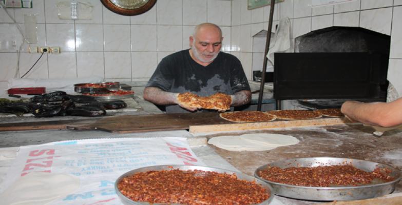 Urfa'da fırıncıların tepsi çilesi