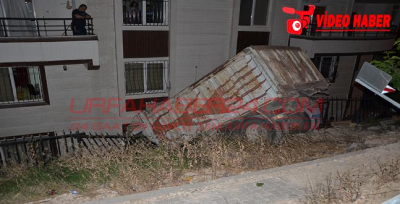 Urfa'da kamyon evin içine girdi