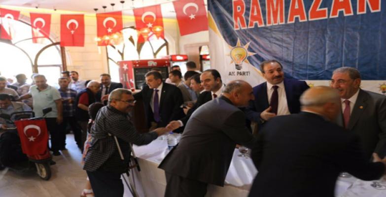 AK Parti'nin bayramlaşma törenine yoğun katılım oldu