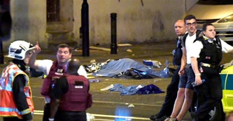 Londra'da Camiden Çıkanların Arasına Minibüs Daldı: 1 Ölü, 10 Yaralı