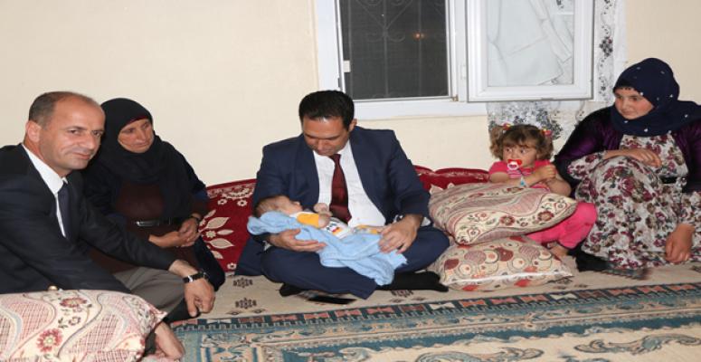 Müdür Bilici, şehit Kete'nin Yeni Doğan Çocuğunu Ziyaret Etti