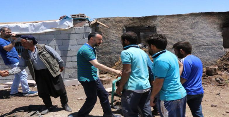 Siverek'te Evi yanan 6 kişilik aileye belediye sahip çıktı