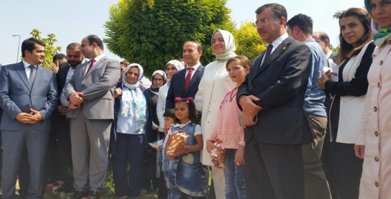 Bakan Kaya'yı Suriyeli Mülteciler Karşıladı