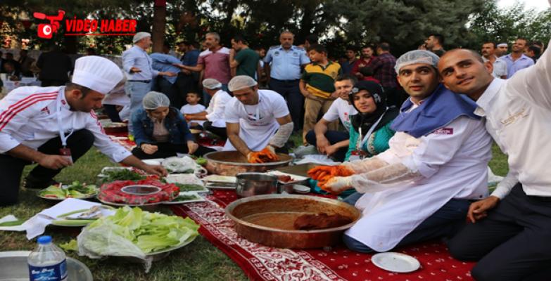 Urfa'da Çiğ Köfte Yarışmasına Renkli Görüntüler