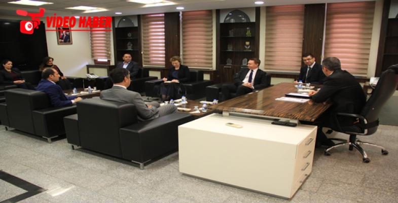 Avustralya Büyükelçisi Büyükşehiri Ziyaret Etti