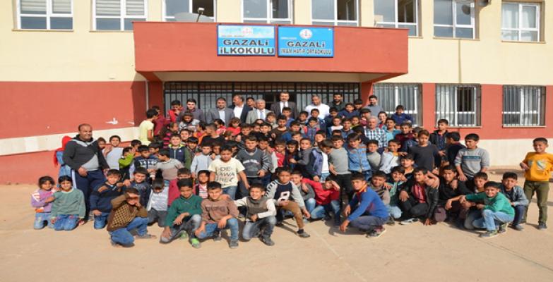 Harran Üniversitesinden Gazali Köyü Okuluna Destek
