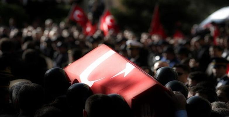 Kuzey Irak'taki PKK'lı Teröristlerden Hakkari'deki Üs Bölgesine Füzeli Saldırı: 1 Şehit, 3 Yaralı