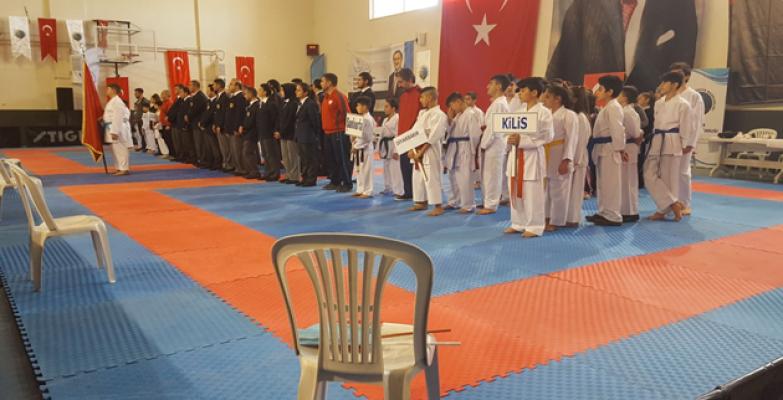 AK Ev'ler Spor Salonları Öğrencileri Başarılarıyla Göz Kamaştırıyor