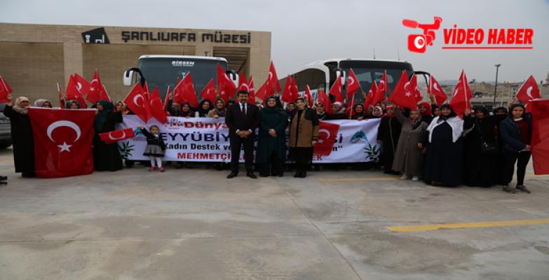 Eyyübiyeli Kadınlar Mehmetçik'e  Dua İçin Sınıra Gitti
