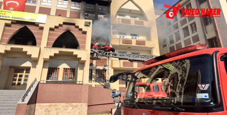 Okul'da Çıkan Yangın Paniğe Neden Oldu