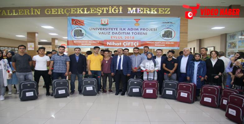 Büyükşehir'den Üniversiteyi Kazanan Öğrencilere Destek