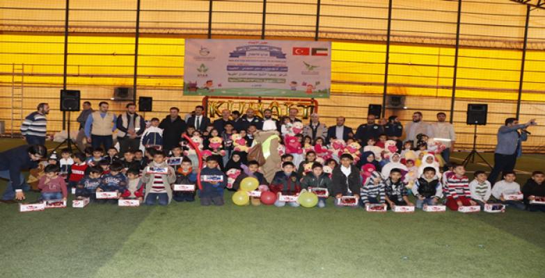 Suriyeli 300 Yetim Çocuk, Oyuncaklarla Sevindi