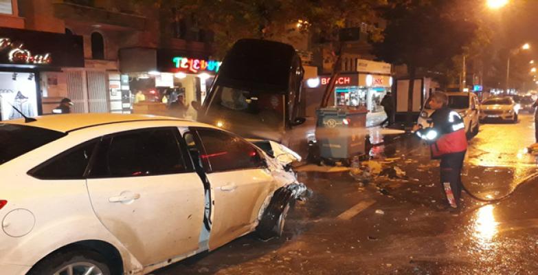 Urfa'da İki Otomobil Çarpıştı