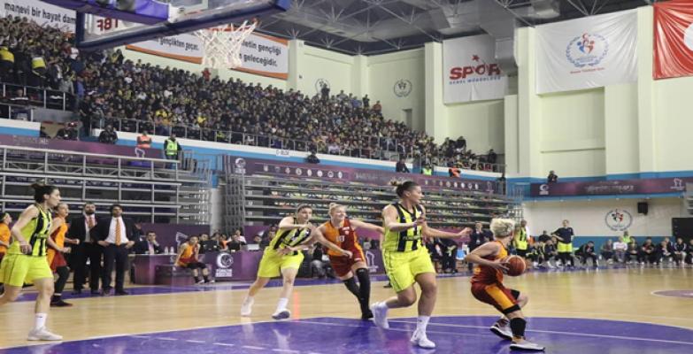 Fenerbahçe, Galatasaray 71-56 yendi