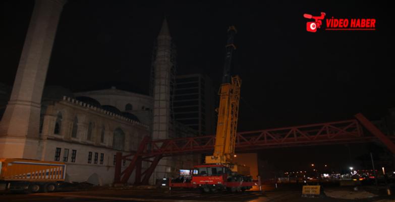 11 Nisan Külliyesi'ni Şehir Parkına Bağlayan Çelik Köprü Tamamlandı