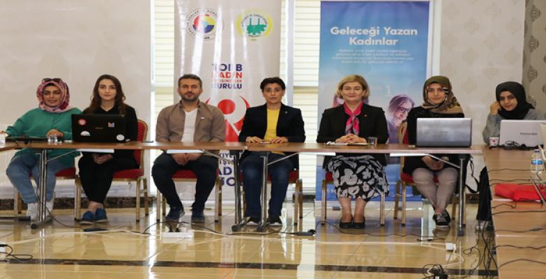 Handan Köse Ve Mehmet Acaşutso'daki Geleceği Yazan Kadınlar Eğitimine Katıldı