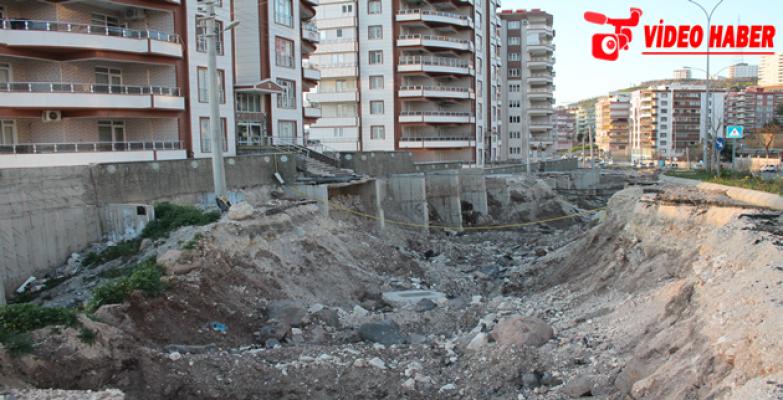 Karaköprü'de Binaları Tehdit Eden Yol