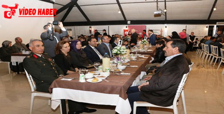 Şanlıurfa'da Şehit Aileleri Ve Gaziler Onuruna Yemek Verildi