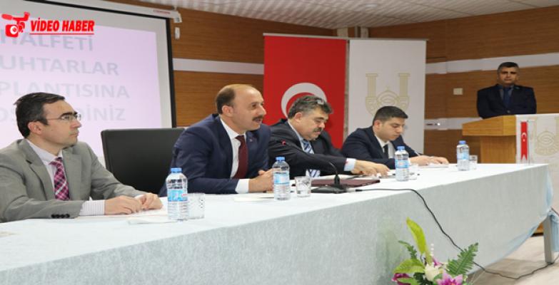 Vali Abdullah Erin, Halfeti'deki Muhtar Toplantısında Konuştu: