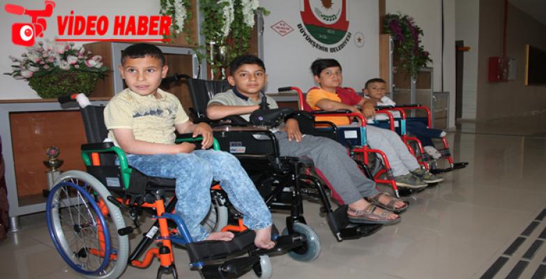 Karaköprü İMKB Öğrencileri Harçlıklarıyla Engellilere Tekerlekli Sandalyeler Aldılar