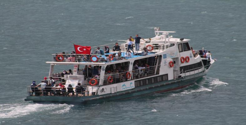 Halfeti'de Vatandaşlar Mavi Sularda Tekne Turları İle Stres Attı