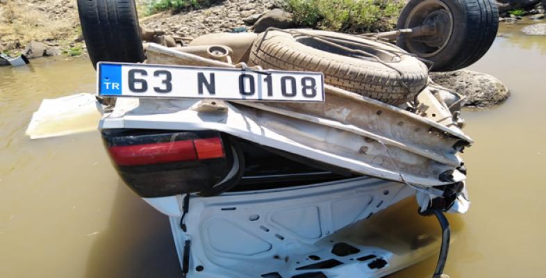 Siverek'te Menfezden Dereye Uçan Otomobildeki 3 Kişi Yaralandı
