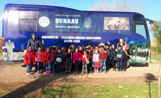 Dezavantajlı Bölgelerde Yaşayan Çocuklara Kültür Gezisi Düzenliyor